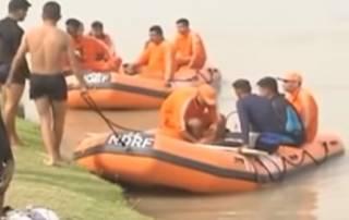 В Индии автобус рухнул в реку – утонули дети