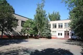 В Днепре гимназисток отчислили из школы из-за неуплаты «добровольных» взносов