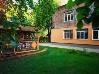 В Киеве сонный парень погиб на территории детсада (18+)