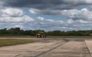 Британец установил новый рекорд скорости на тракторе