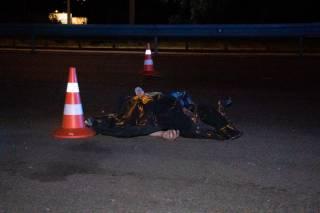 Ночью в Киеве сбили пешехода – он погиб (18+)