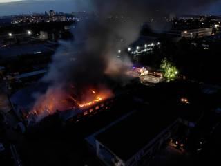 На складах под Киевом вспыхнул гигантский пожар