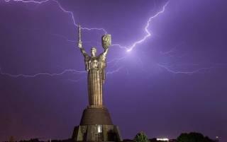 Темно как ночью: на Киев обрушилась аномальная буря