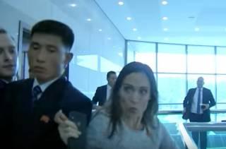 Пресс-секретаря Трампа едва не затоптали в КНДР