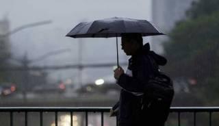 Непогода в Украине оставила сотни населенных пунктов без электричества. На Киев надвигается шторм