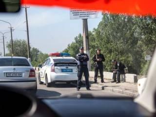 В Киеве со стрельбой ограбили прохожего