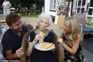 Столетняя британка раскрыла очень странный секрет своего долголетия