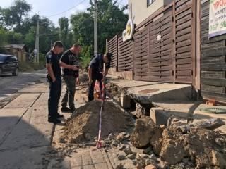 Днепровские коммунальщики, копая траншею, наткнулись на нечто неожиданное