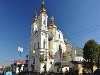 В Виннице верующие УПЦ будут каждое воскресенье молиться возле захваченного собора