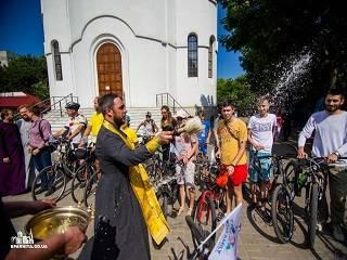 В Одессе ко дню памяти небесных покровителей семьи православные организовали велопробег