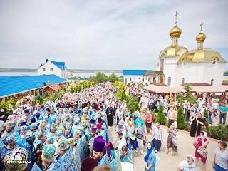 В Свято-Покровском скиту на Одещине тысячи верующих почтили память Тихвинской иконы Божией Матери