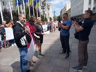 Возле Администрации Президента Комитет защиты Конституции провел акцию в защиту религиозных прав украинцев