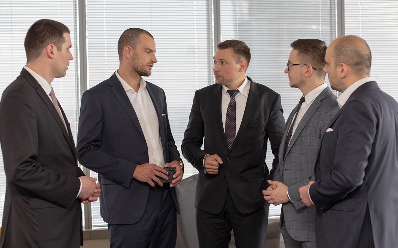 Доверить капиталы роботам призывает Максим Рудик, бизнес-эксперт по инновациям в инвестировании.