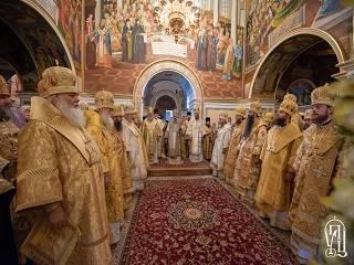 В Киево-Печерской лавре тысячи верующих отмечают день памяти апостолов Петра и Павла