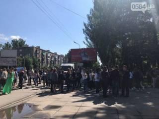 Многоэтажку, в которой проживают родители Зеленского, эвакуировали из-за угрозы взрыва