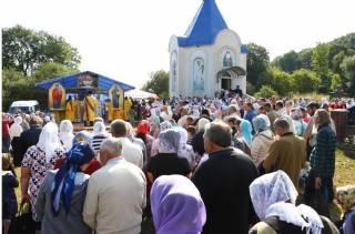 Тысячи паломников прибыли на торжества в честь Амфилохия Почаевского на его родине