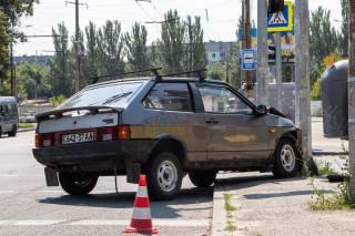 В Днепре автомобиль «поцеловался» со светофором