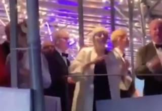 Неуклюжие танцы британского премьера насмешили интернет