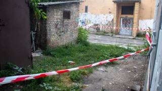 В Киеве женщина родила ребенка за трансформаторной будкой и ушла, истекая кровью
