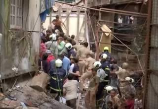 В Индии из-за сильных дождей обрушился четырехэтажный дом – есть погибшие