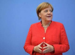 У Меркель не смогли объяснить, почему ее начало «трясти»