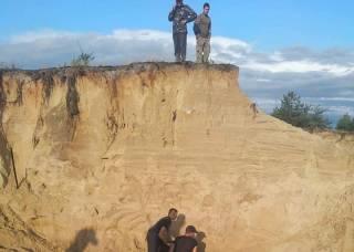 Под завалом в песчаном карьере на Ровенщине погиб 10-летний мальчик