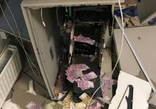 Банда налетчиков вскрыла банкомат под Днепром: появилось видео взрыва