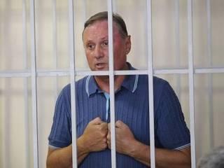 Суд решил освободить экс-главу «Партии регионов» сразу после выборов