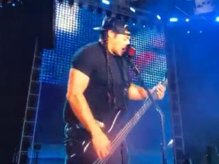 В сеть попало фото шпаргалки для Metallica, исполнившей песню Цоя «Группа крови»