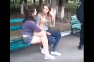 Под Киевом пьяные девочки-подростки лезли в драку с врачами и полицией
