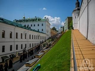 В Киево-Печерской лавре тысячи верующих УПЦ приняли участие в торжествах в честь Антония Печерского