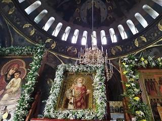 Десятки тысяч верующих со всей Украины поклонились за ночь святыням УПЦ в Киево-Печерской Лавре