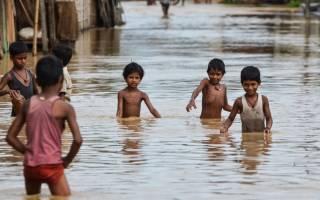 В Индии дети утонули, купаясь в канаве