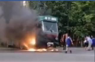 В Днепре эпично горел трамвай