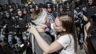 Избиения и задержания. Что происходит в Москве и грядет ли в России майдан