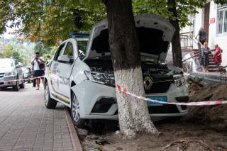 В Киеве полицейский умер прямо за рулем служебного автомобиля