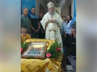 Черновицкий митрополит УПЦ призвал верующих молиться за односельчан, которые отобрали у них храм