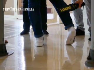 В Трускавце ждут приезда Зеленского: заставляют разуваться депутатов от «Слуги народа» и осматривают канализацию