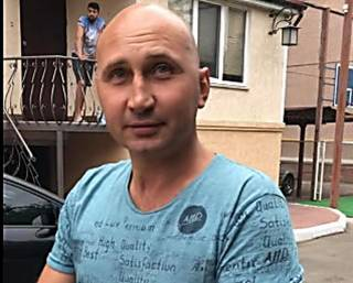 В суровом Николаеве живодер на глазах у детей застрелил кота