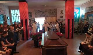 В Мелитополе священники УПЦ отпели летчика, который погиб в Ливии