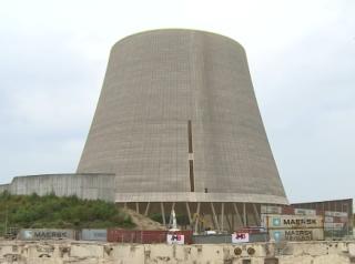 Появилось видео, как в Германии взорвали огромную градирню атомной электростанции