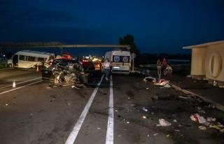 Жуткое ДТП под Киевом: погибли люди, много пострадавших