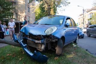 В Киеве пьяный водитель… «сходил по-большому» в машине полиции