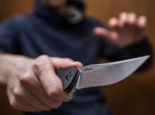 В Киеве юноша «расписал» ножом таксиста