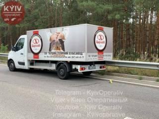 В Киеве хлебный фургон смял легковушку ‒ есть жертвы