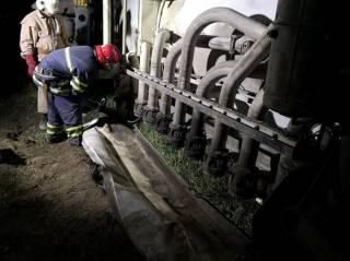 Под Киевом перевернулся бензовоз
