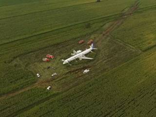 В сеть «слили» расшифровку переговоров экипажа А321, севшего на кукурузное поле