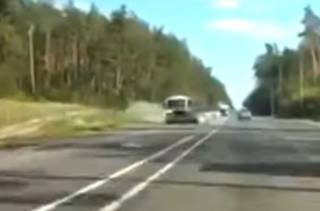 Под Киевом разбилось такси: появилось видео аварии