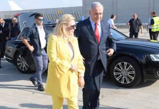 Жена Нетаньяху выбросила хлеб-соль, которым ее встречали в «Борисполе»