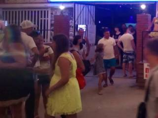 На популярном украинском курорте две девушки сошлись в суровом кулачном бою